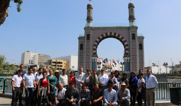 Alcaldes de cinco distritos peruanos compartieron experiencias, retos y propuestas para impulsar el desarrollo de ciudades inteligentes en el país